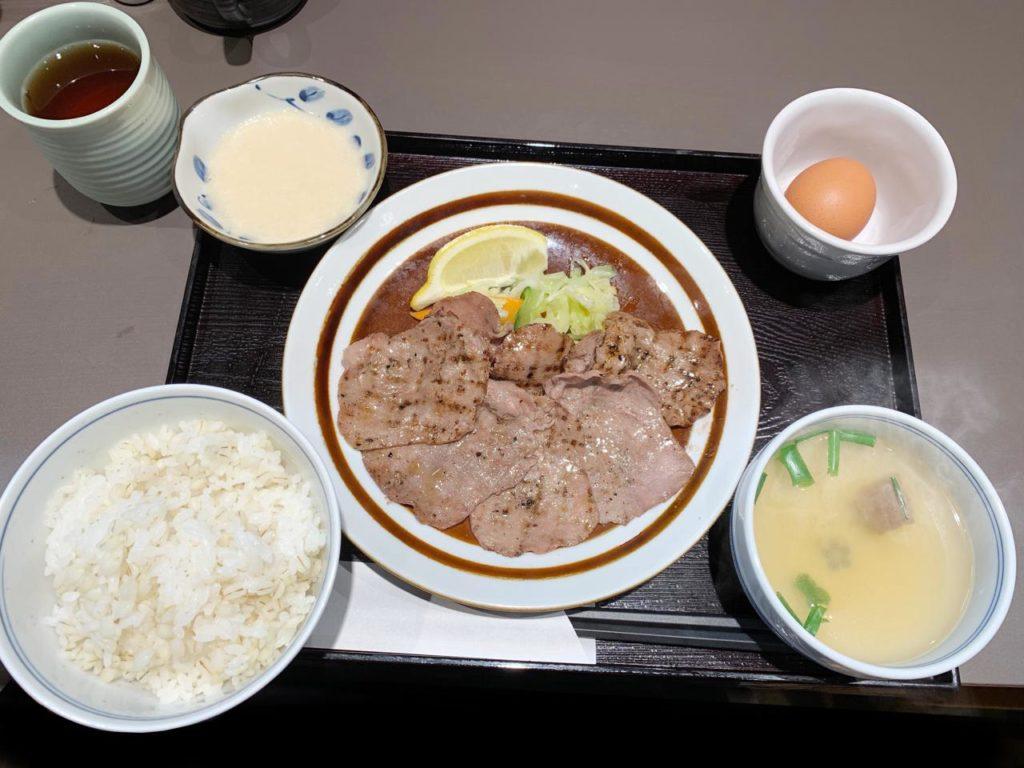 宮崎駅たんや牛たん麦とろ定食